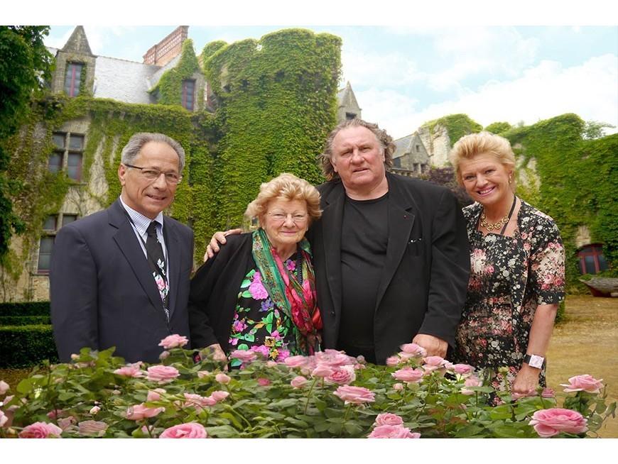 La rose Gérard Depardieu est née dans la Loire, sabré au crémant d'Anjou